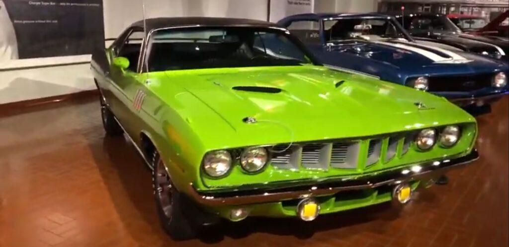 1972 Dodge Cuda Car