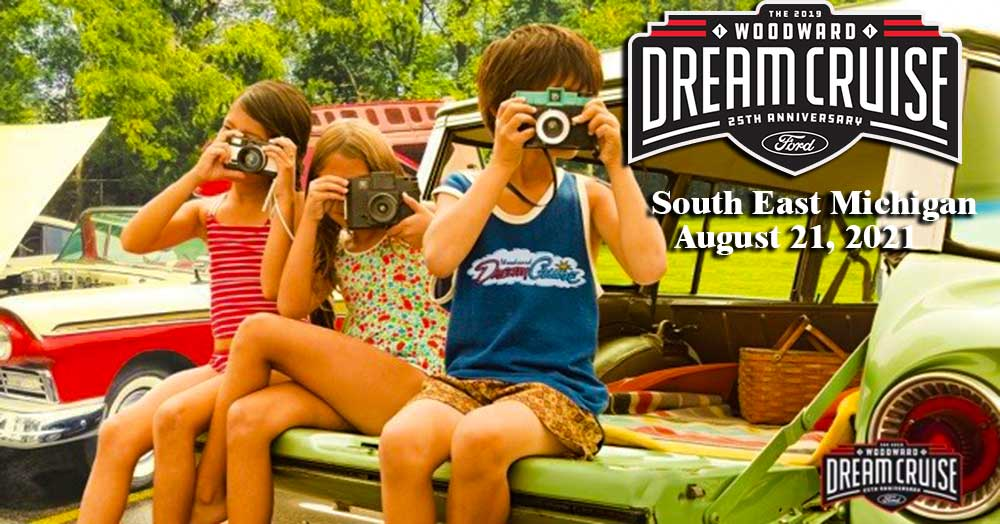 Kids Taking Pictures at the Woodward Dream Cruise